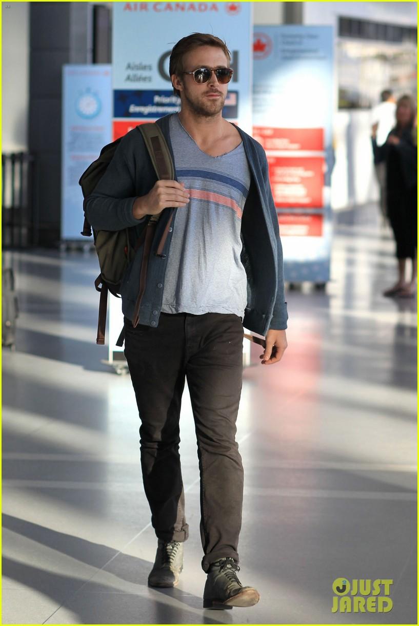ryan gosling eva mendes canada airport 162671659