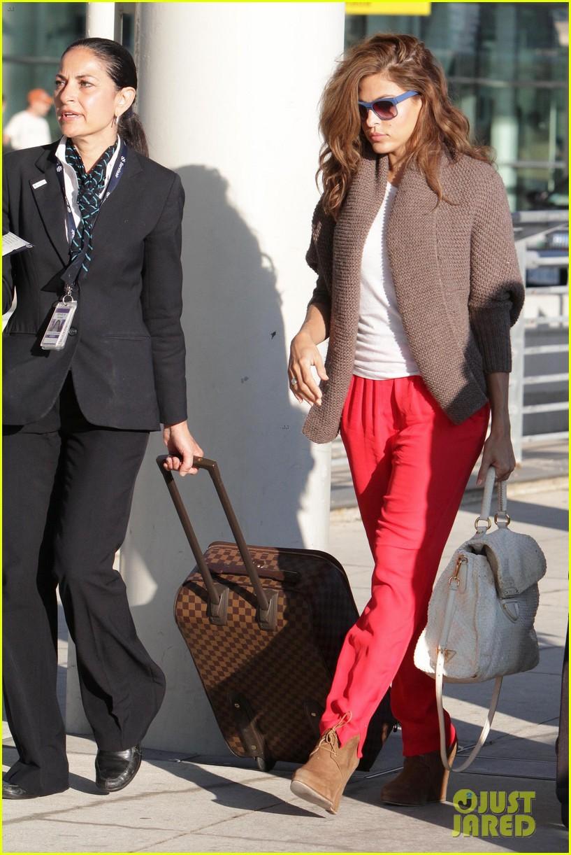 ryan gosling eva mendes canada airport 242671667