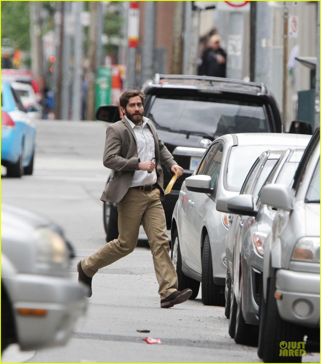 jake gyllenhaal enemy on the run 05