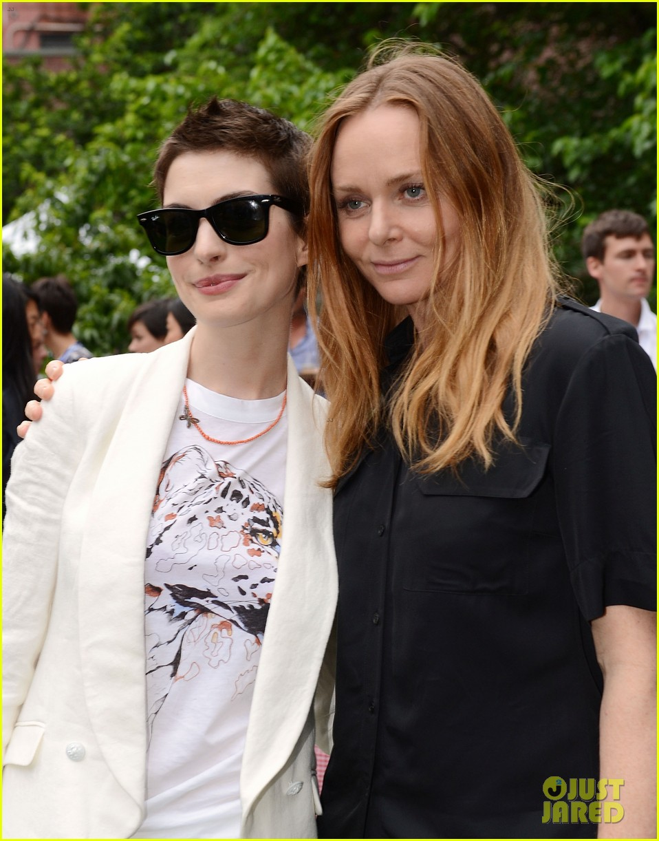 anne hathaway stella mccartney dinner with adam shulman 022673893
