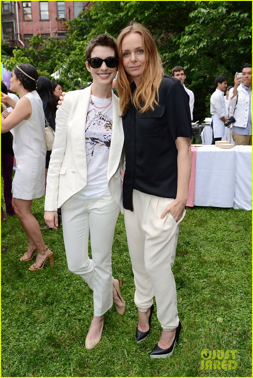 anne hathaway stella mccartney dinner with adam shulman 062673897
