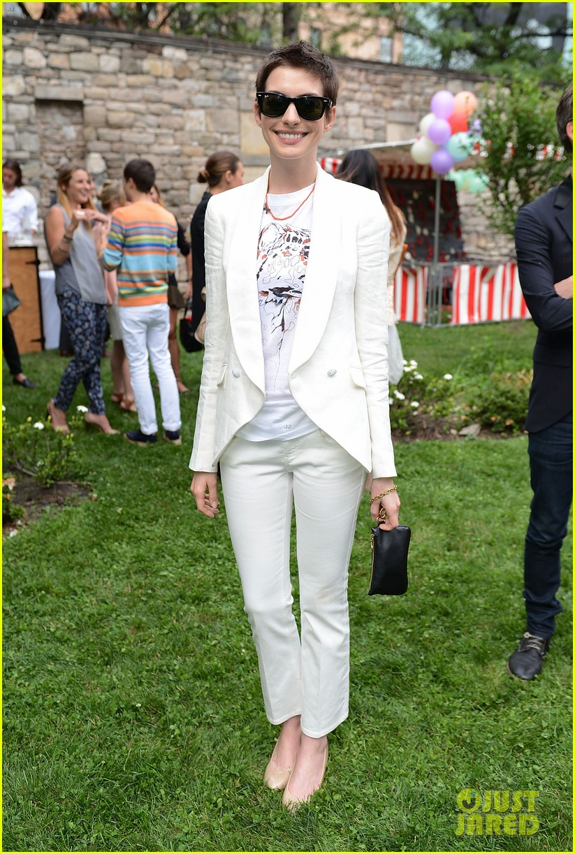 anne hathaway stella mccartney dinner with adam shulman 15