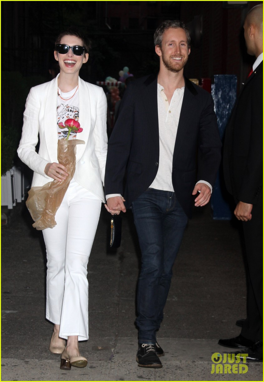 anne hathaway stella mccartney dinner with adam shulman 222673913