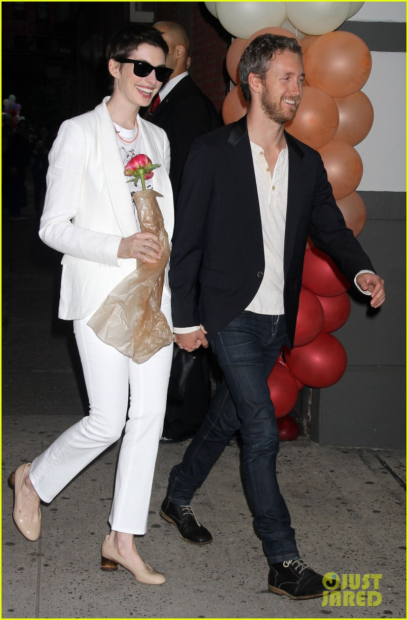 anne hathaway stella mccartney dinner with adam shulman 232673914