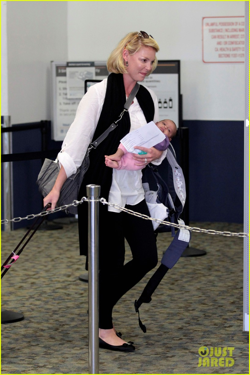 katherine heigl flying with adalaide 012680837