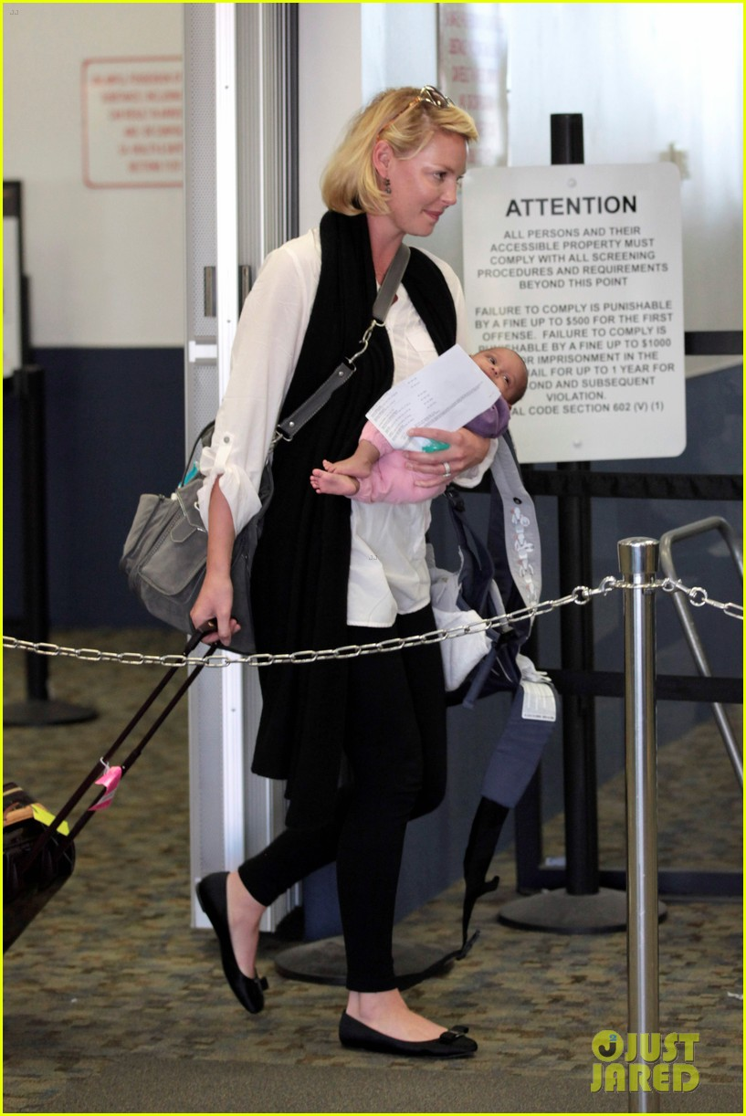 katherine heigl flying with adalaide 062680842