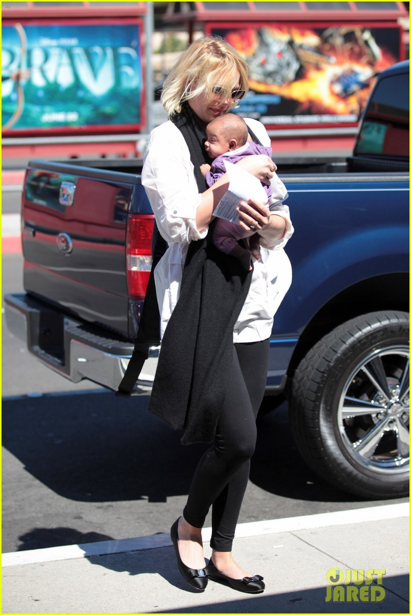 katherine heigl flying with adalaide 122680848
