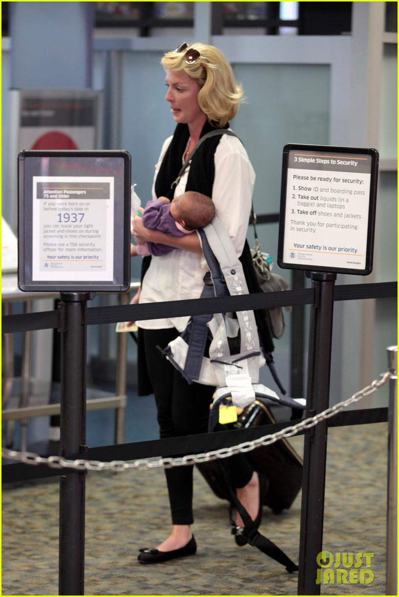 katherine heigl flying with adalaide 17