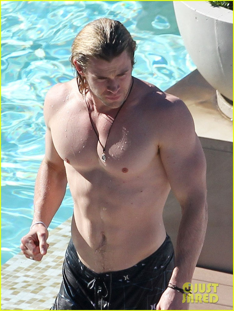 hemsworth pool shirtless 03