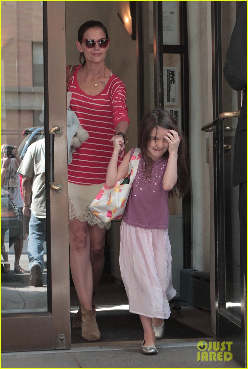 katie holmes suri early morning outing 042678129