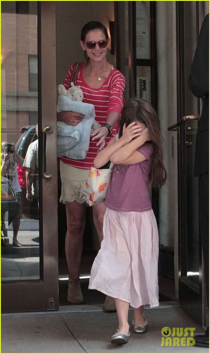 katie holmes suri early morning outing 07
