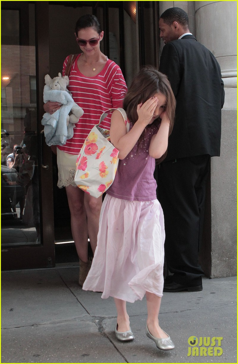 katie holmes suri early morning outing 082678133