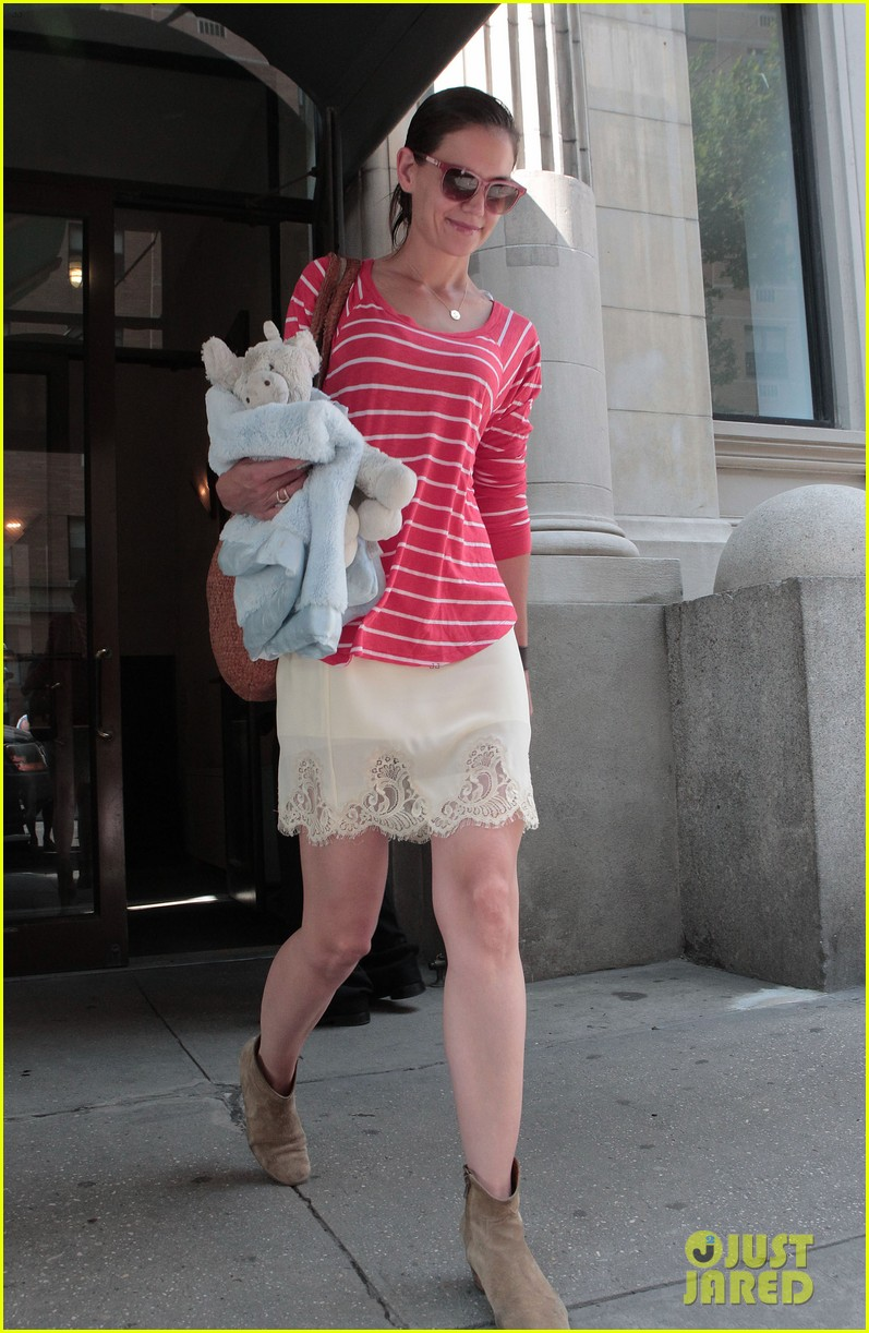 katie holmes suri early morning outing 102678135
