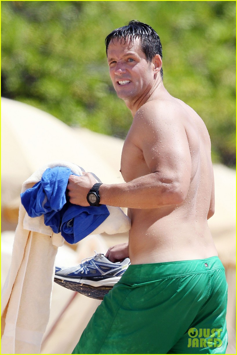 josh hopkins shirtless in maui 022675832