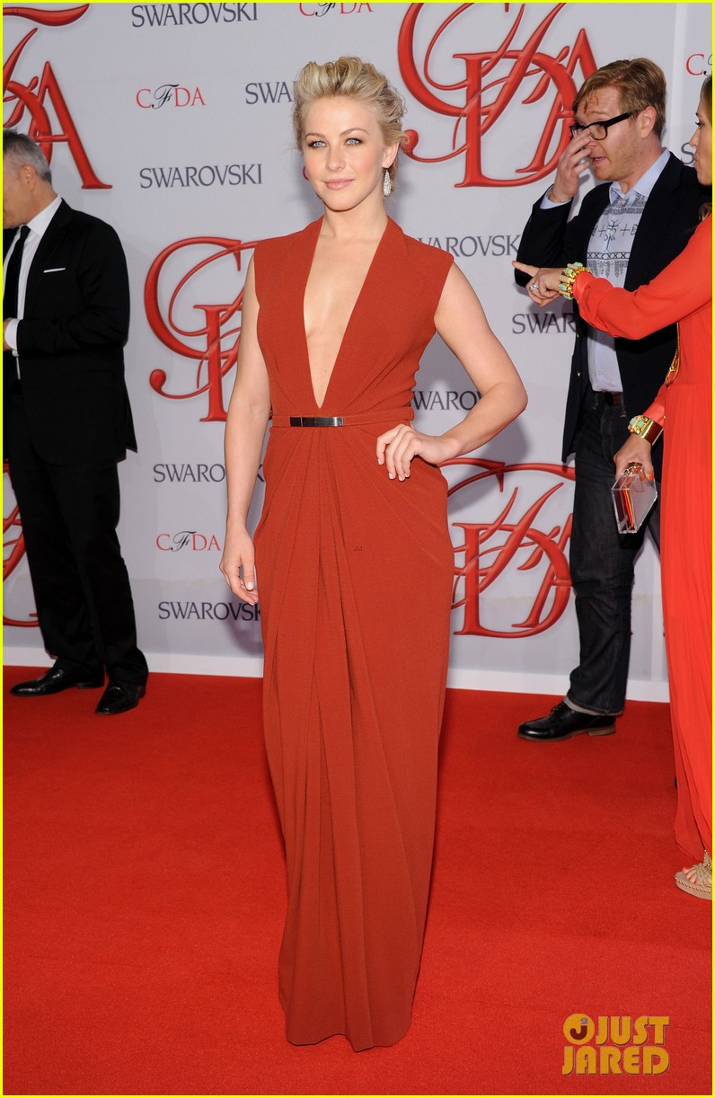 julianne hough busy philipps cfda fashion awards 2012 012670455