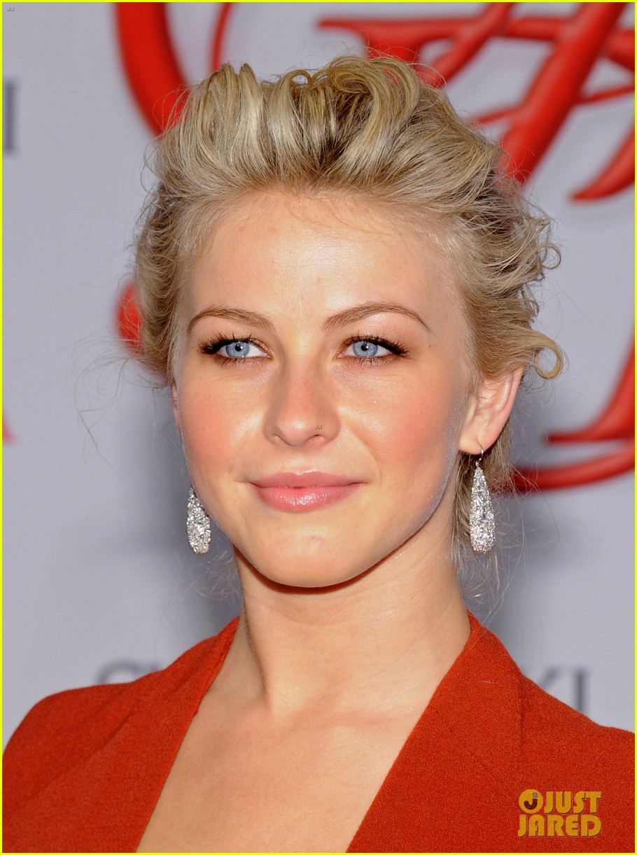 julianne hough busy philipps cfda fashion awards 2012 022670456