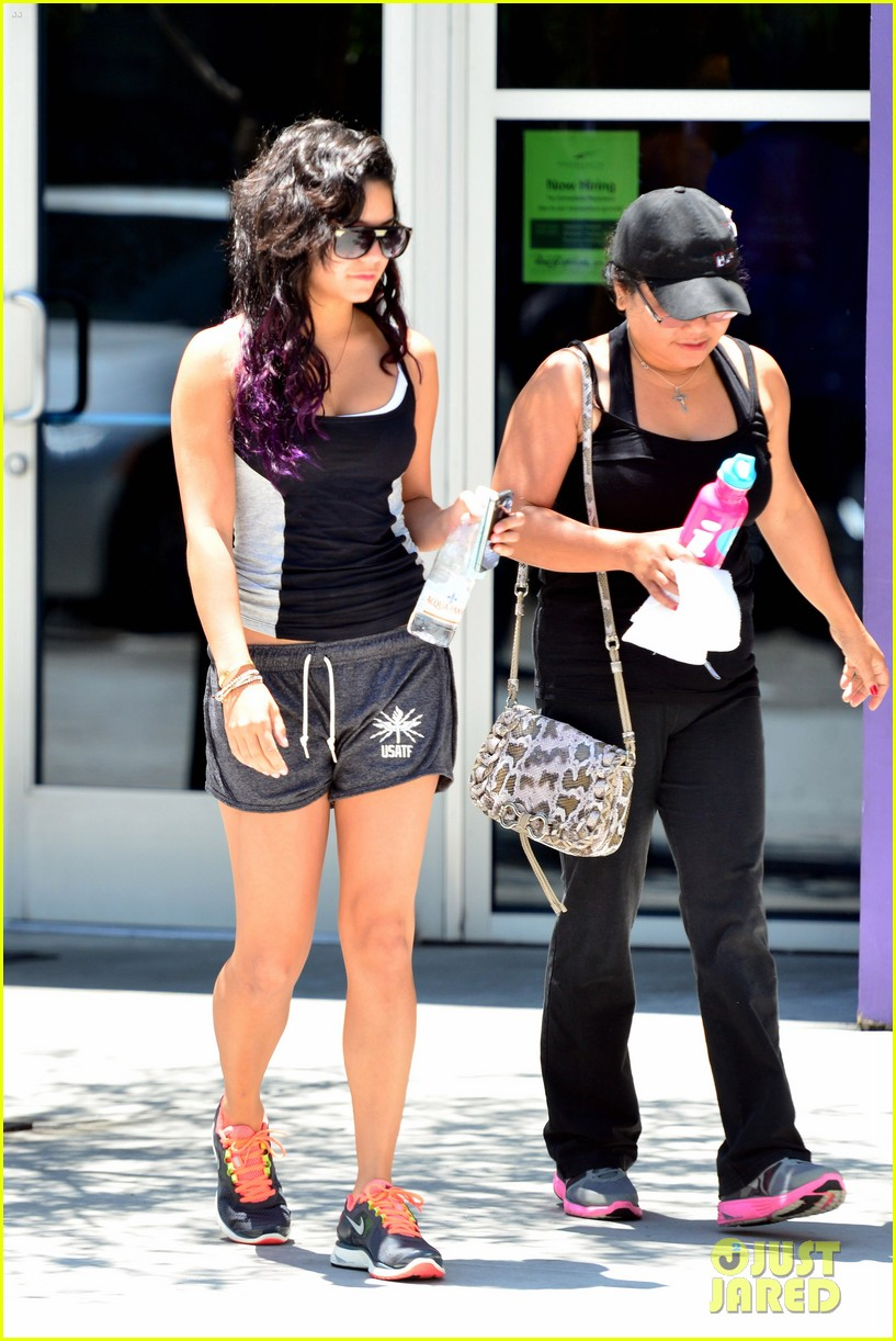 vanessa hudgens gym mom gina 01
