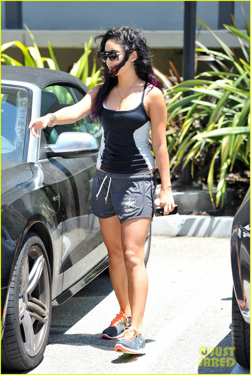 vanessa hudgens gym mom gina 05
