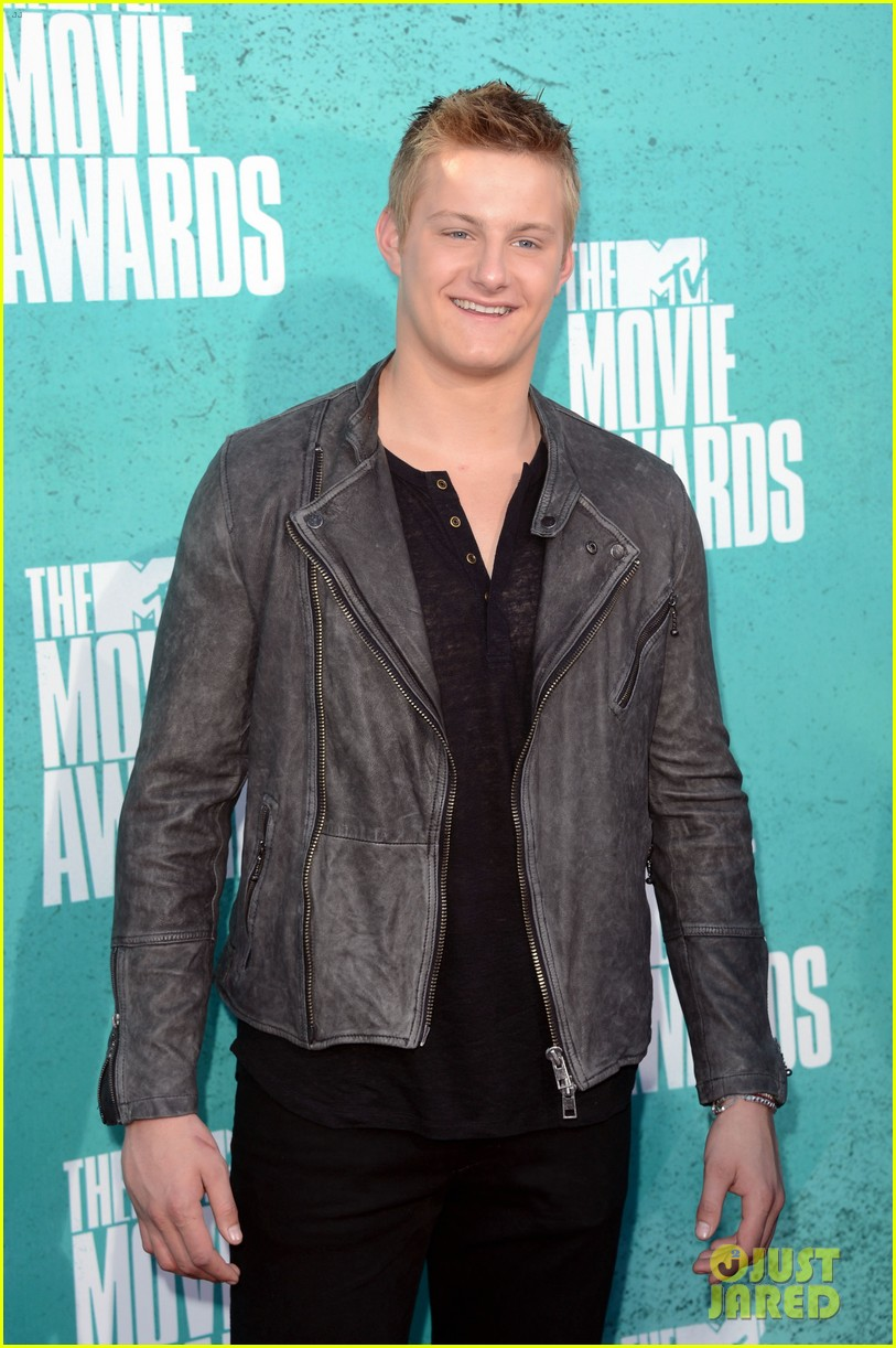 hutcherson mtv awards 102670182