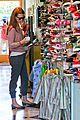 january jones shoe shopping with xander 09