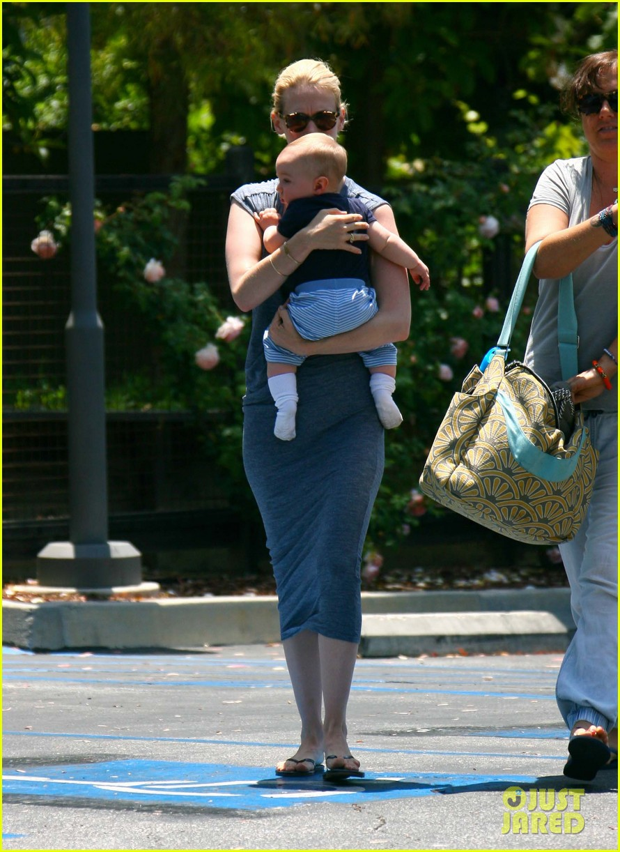 january jones pasadena with xander 17