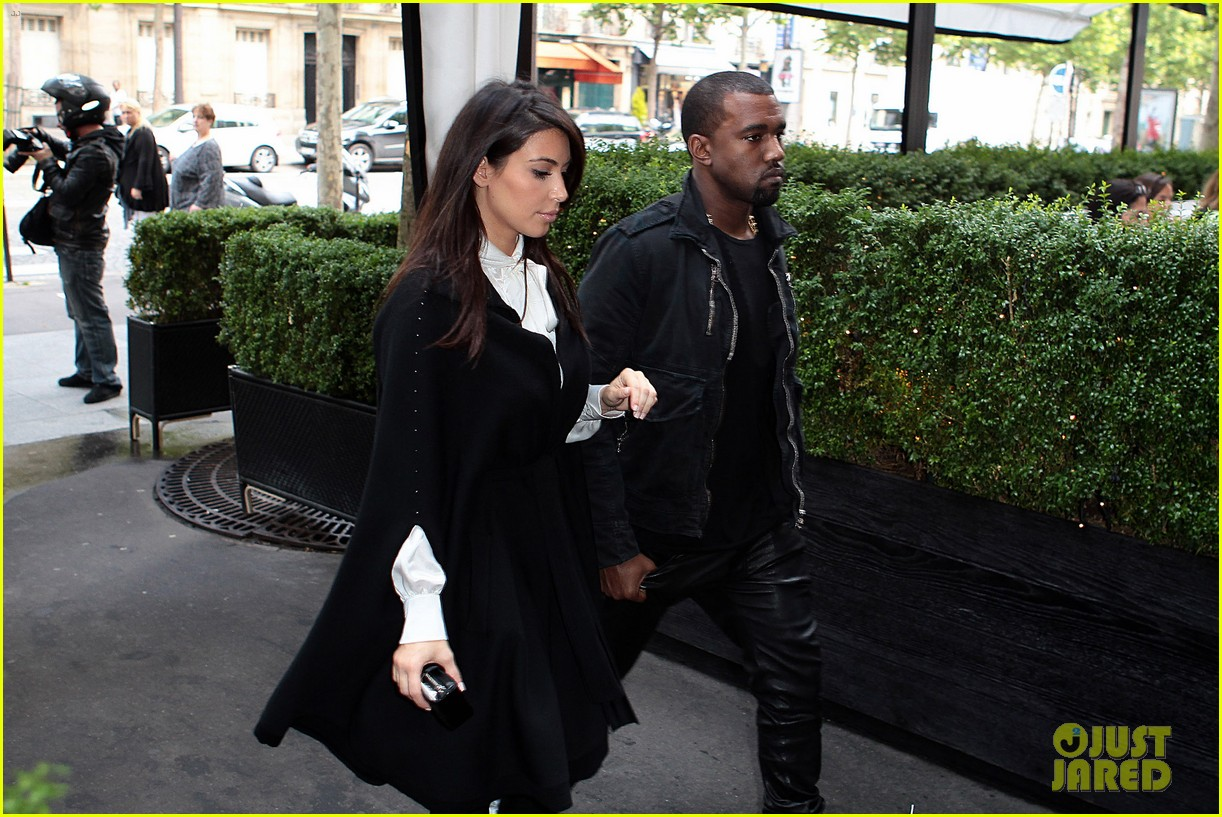 kim kardashian kanye west la villa couple 052677812