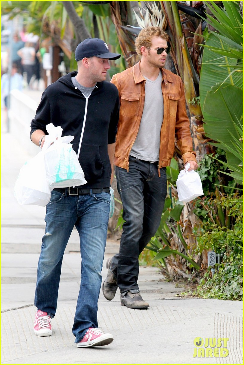 kellan lutz frustrated lunch bags 042680802