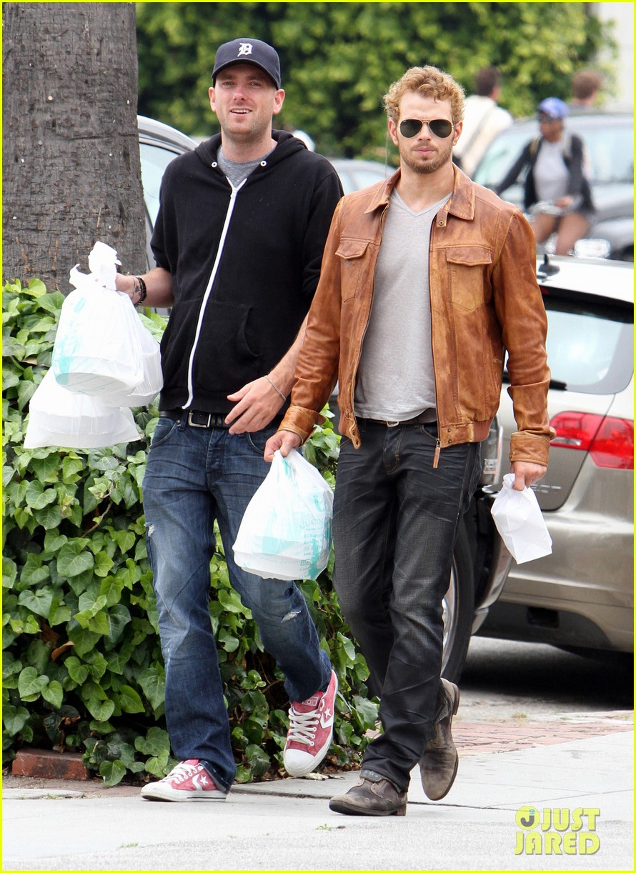 kellan lutz frustrated lunch bags 092680807