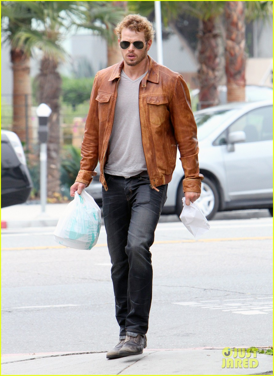 kellan lutz frustrated lunch bags 142680812