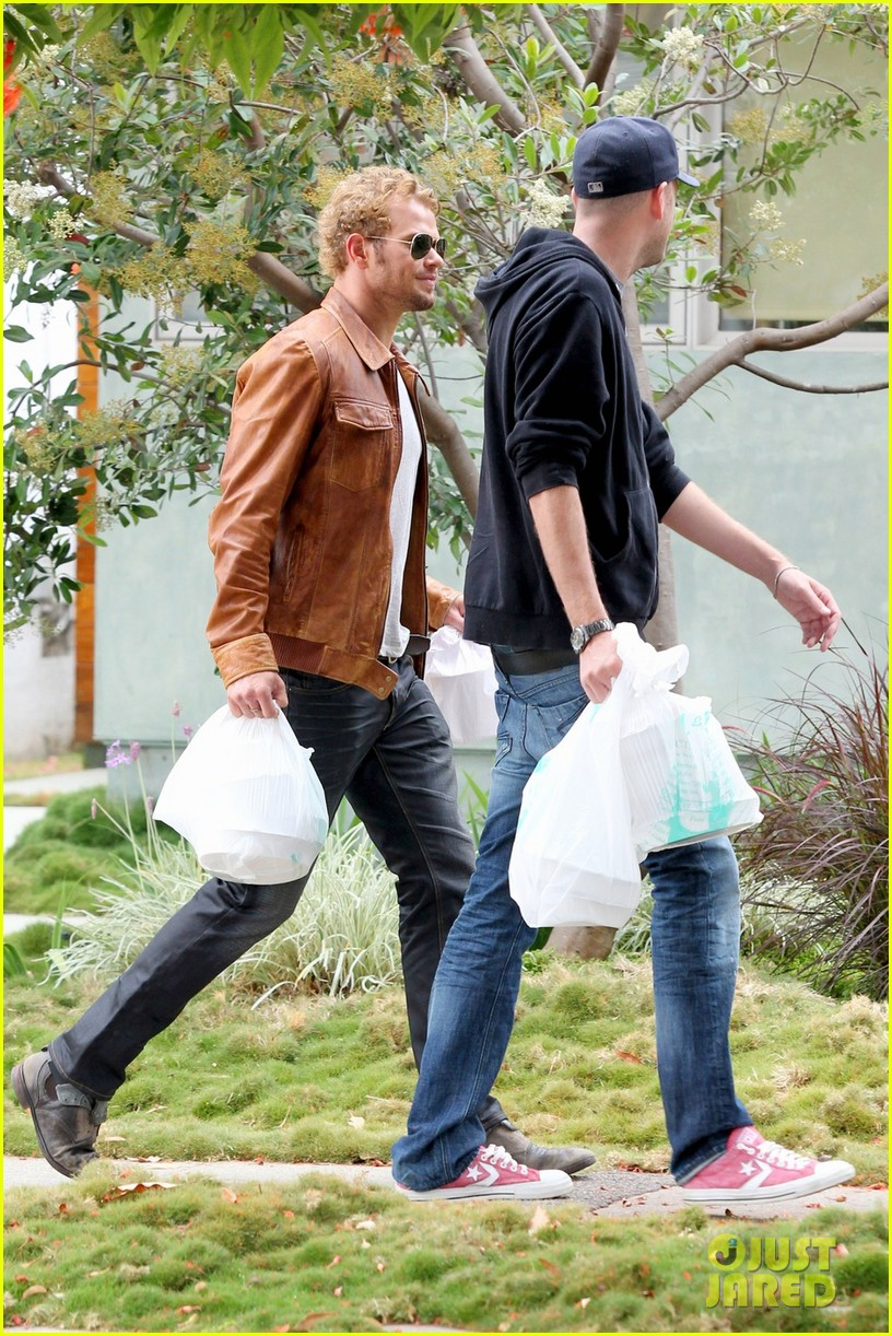 kellan lutz frustrated lunch bags 202680818