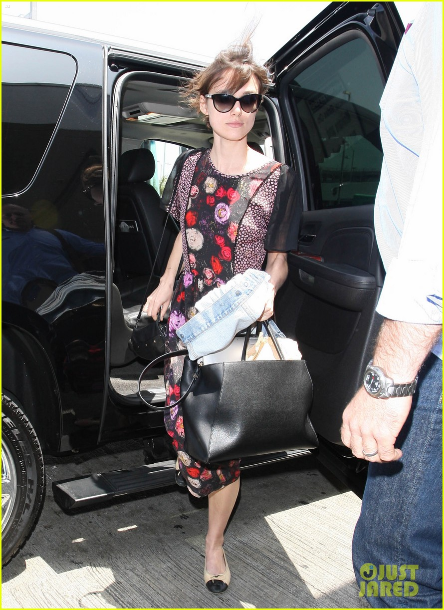 keira knightley leaving lax 08