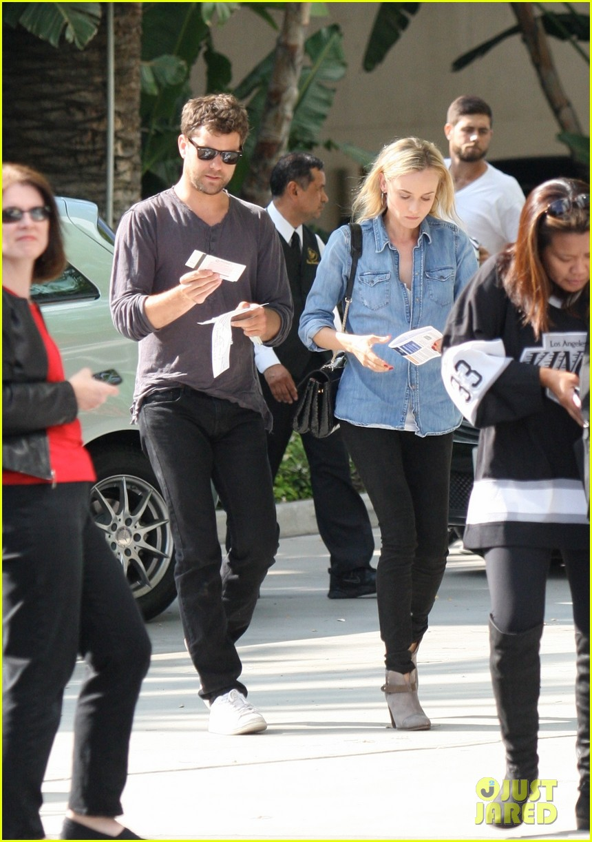 diane kruger joshua jackson shopping kings game 01