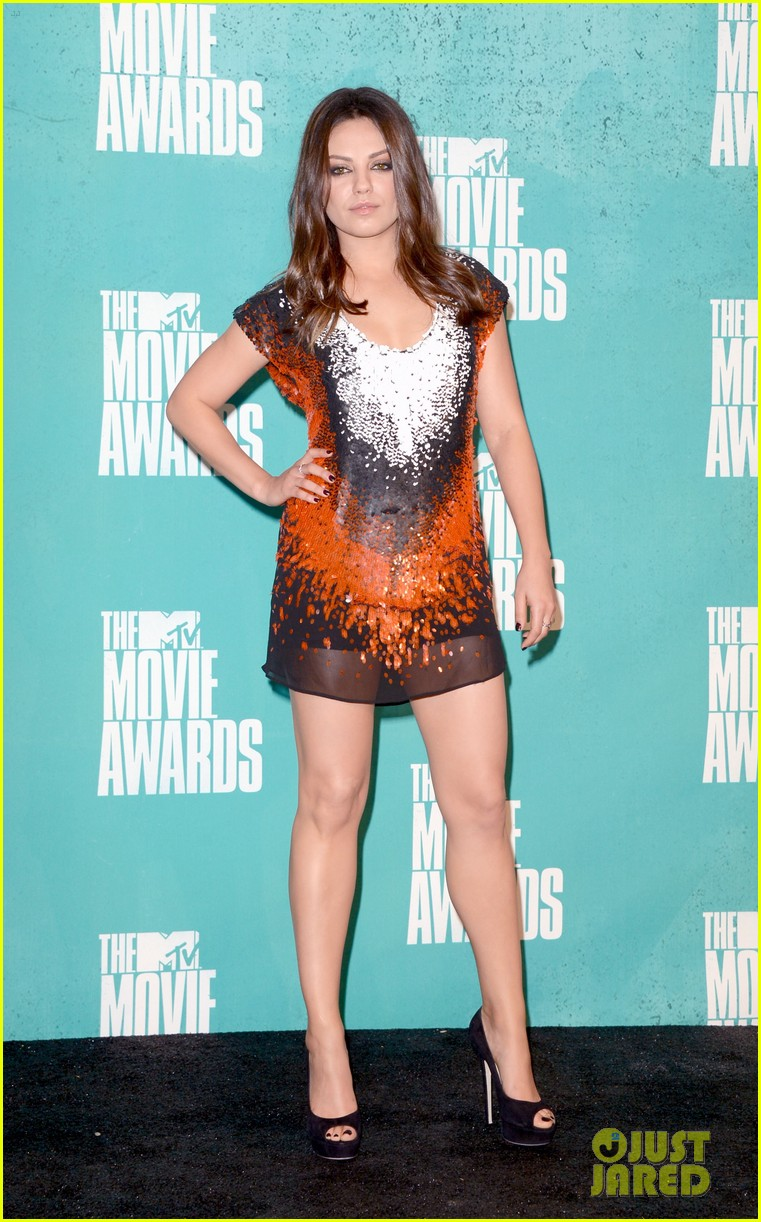 mila kunis mtv movie awards 2012 02