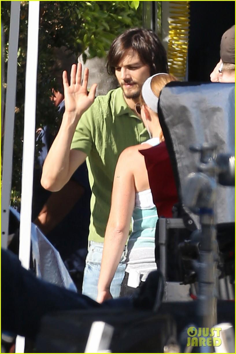kutcher high fives 062674735