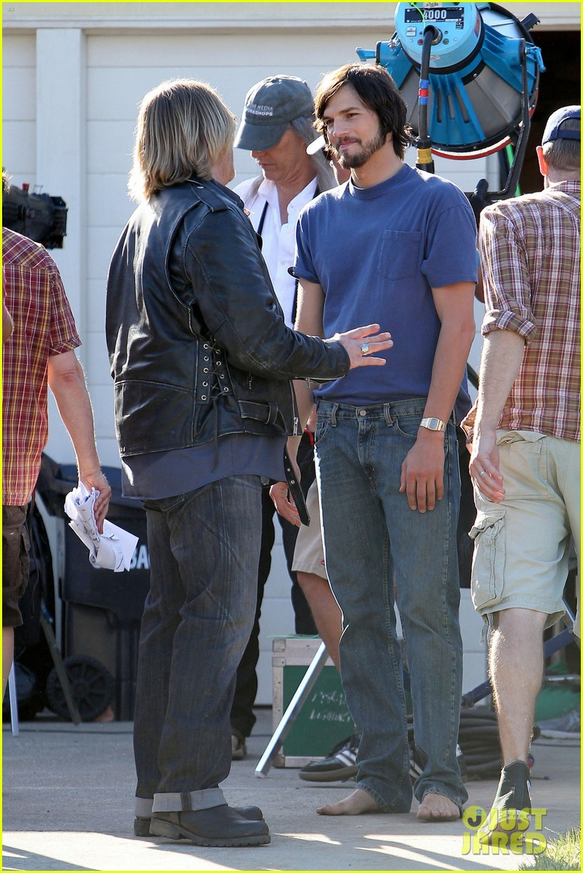 ashton kutcher filming for jobs 052674017