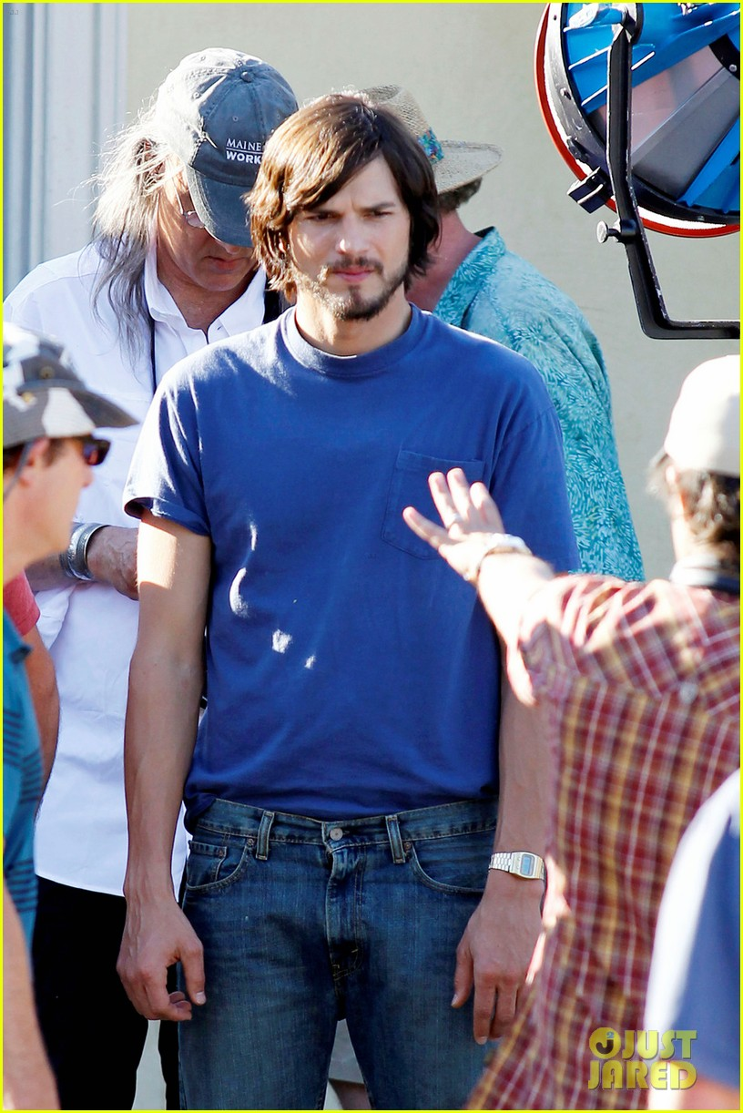 ashton kutcher filming for jobs 09