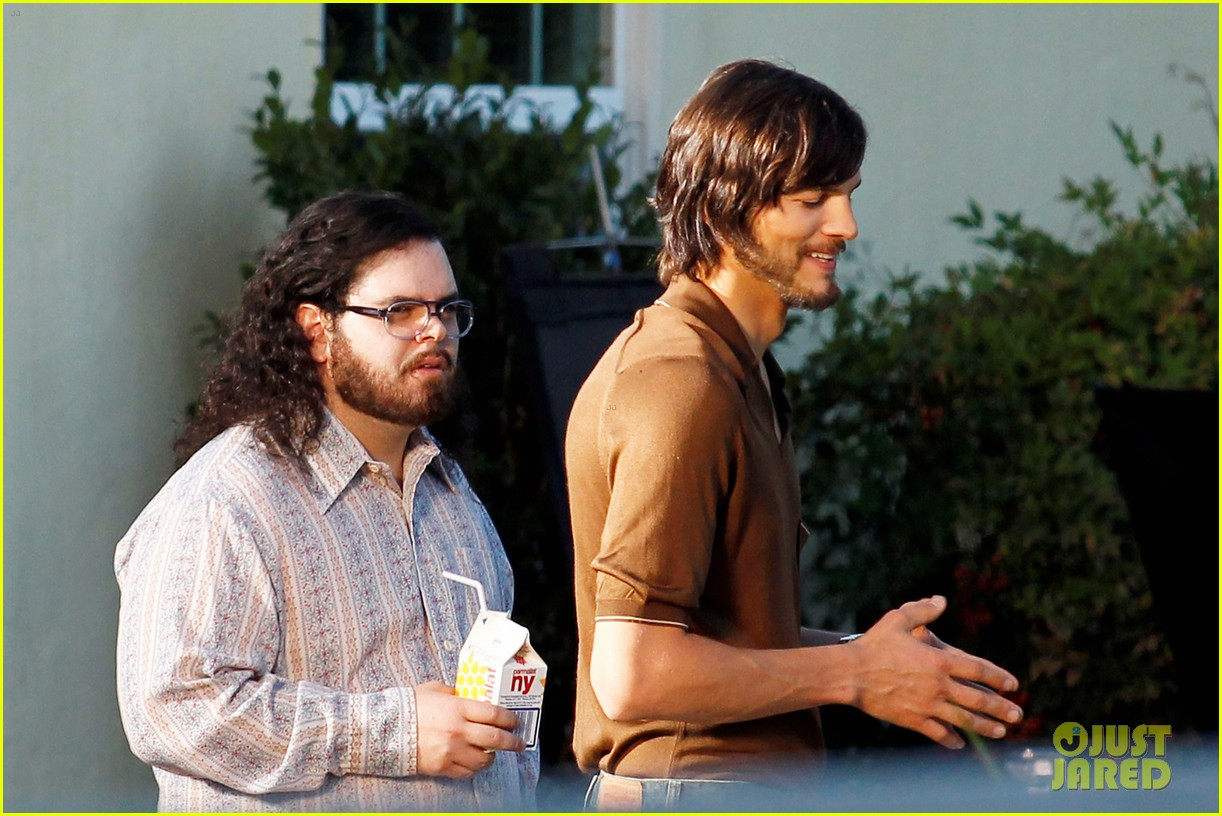 ashton kutcher filming for jobs 102674022