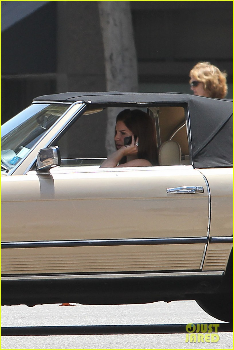 lana del rey mercedes convertible car 012669010