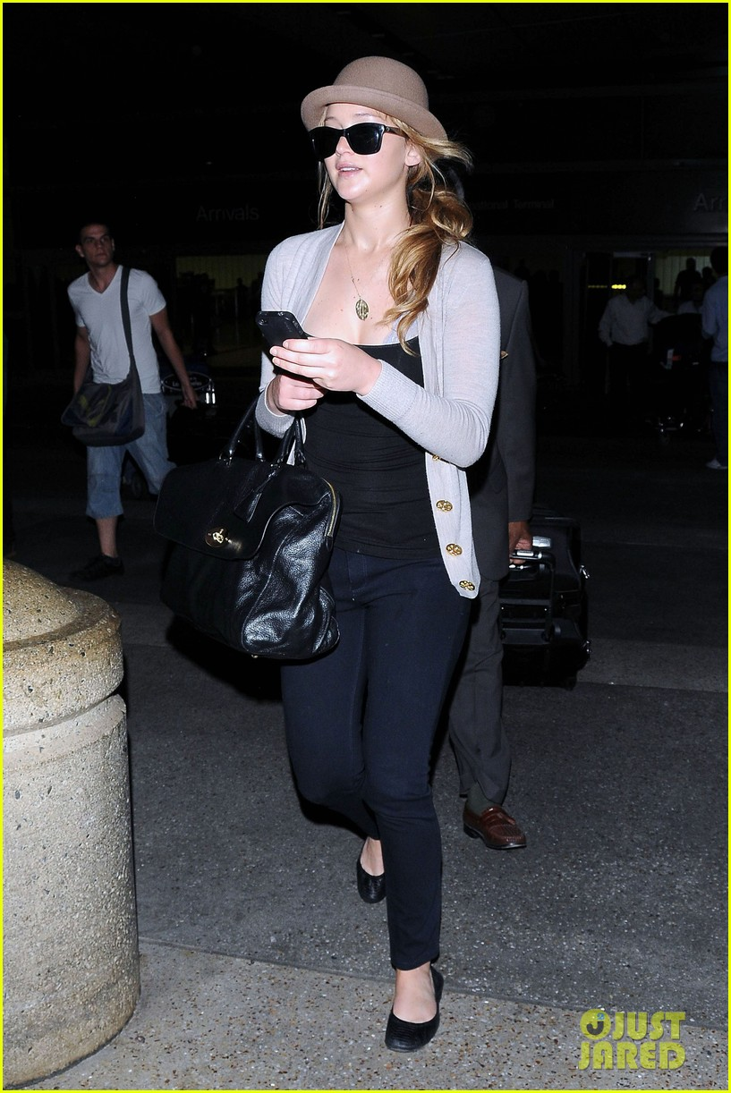 jennifer lawrence lax landing 082672592