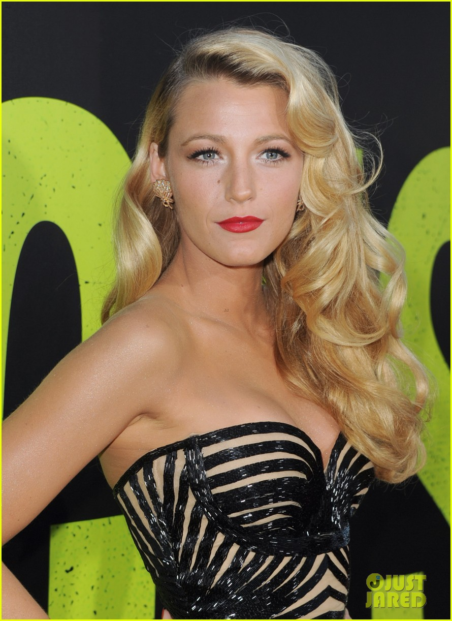 blake lively savages premiere 05