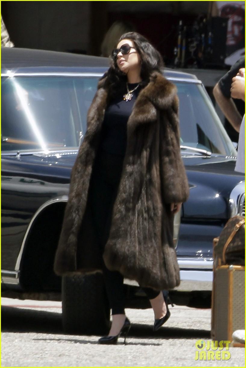 lindsay lohan fur on airplane 012677446