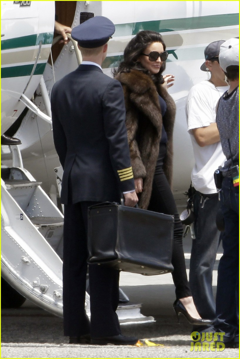 lindsay lohan fur on airplane 092677454