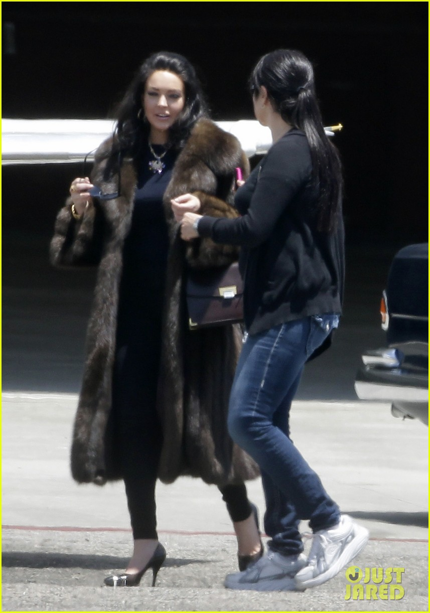 lindsay lohan fur on airplane 102677455