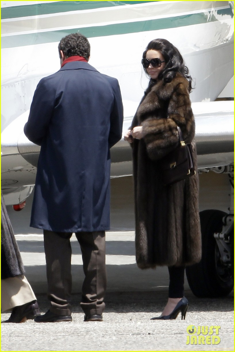 lindsay lohan fur on airplane 11