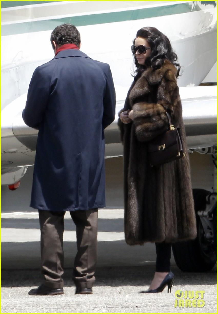 lindsay lohan fur on airplane 132677458