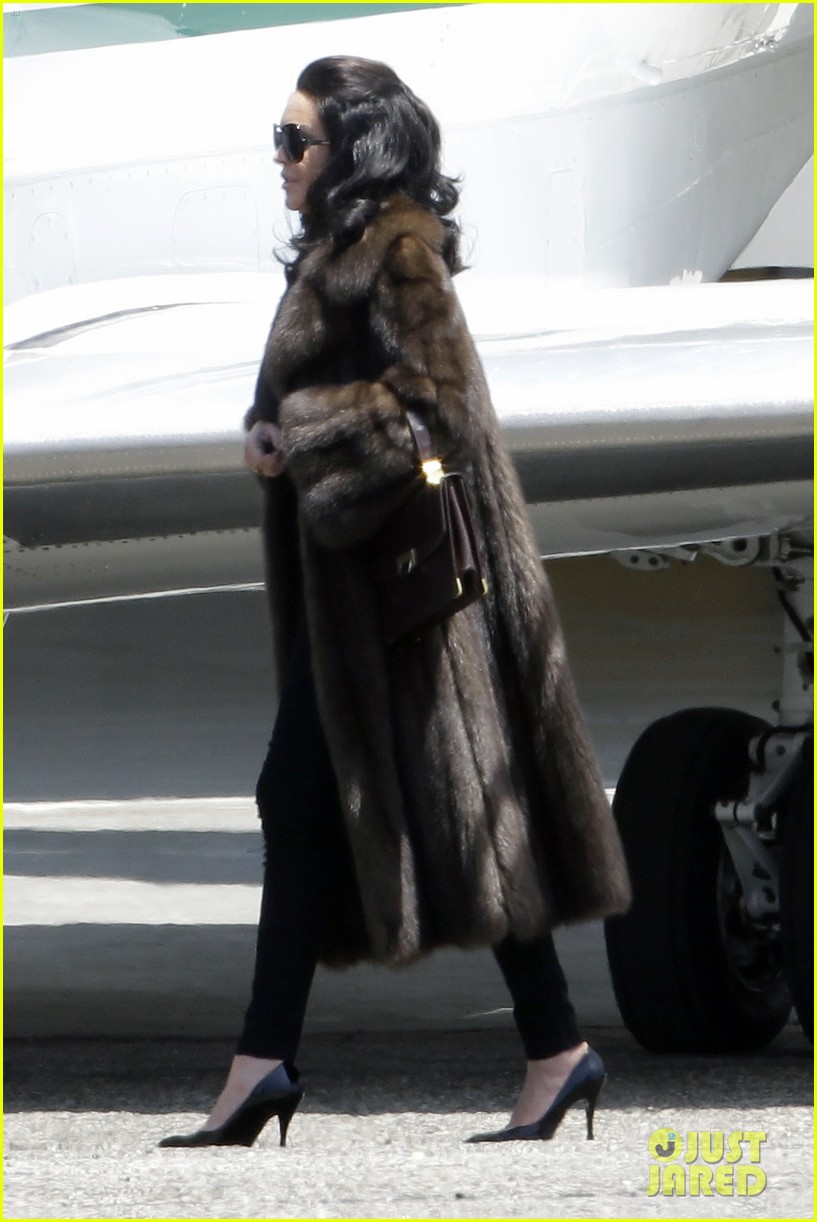 lindsay lohan fur on airplane 142677459