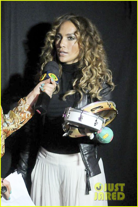 jennifer lopez pre concert signing 11