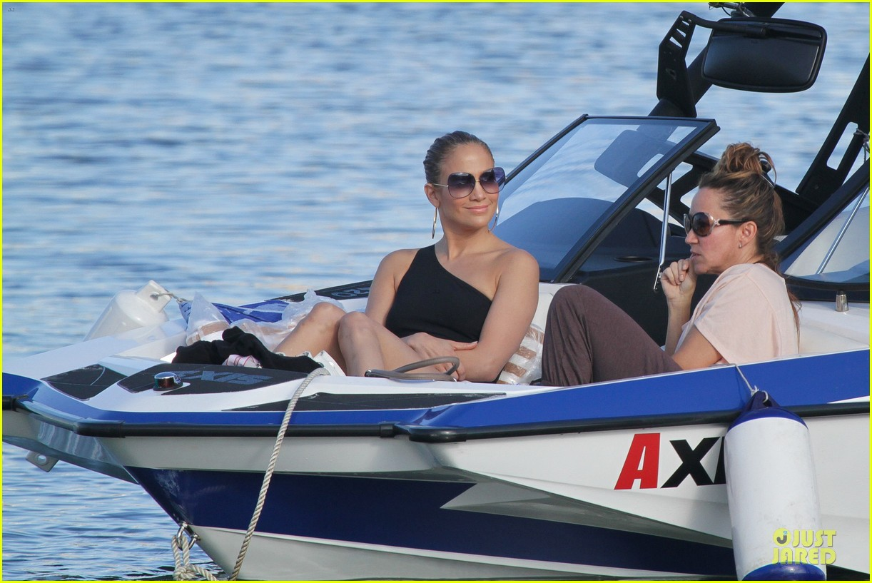 jennifer lopez pool boat rio 04