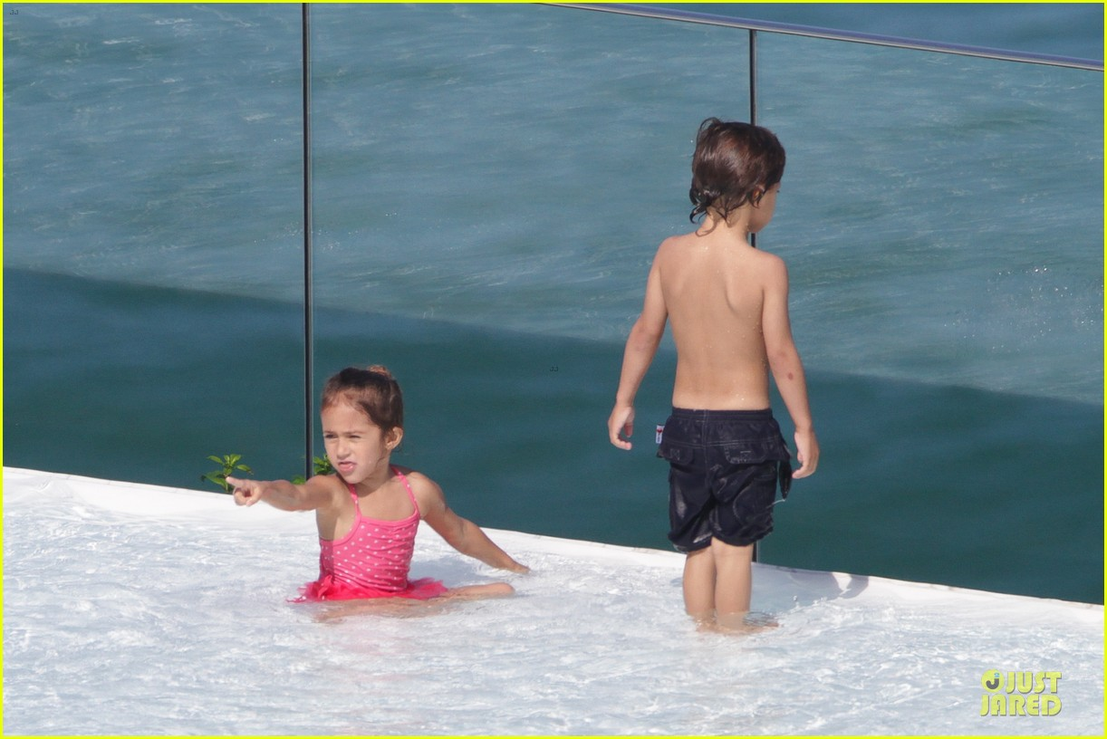 Full Sized Photo of jennifer lopez pool boat rio 14 ... Ben Affleck