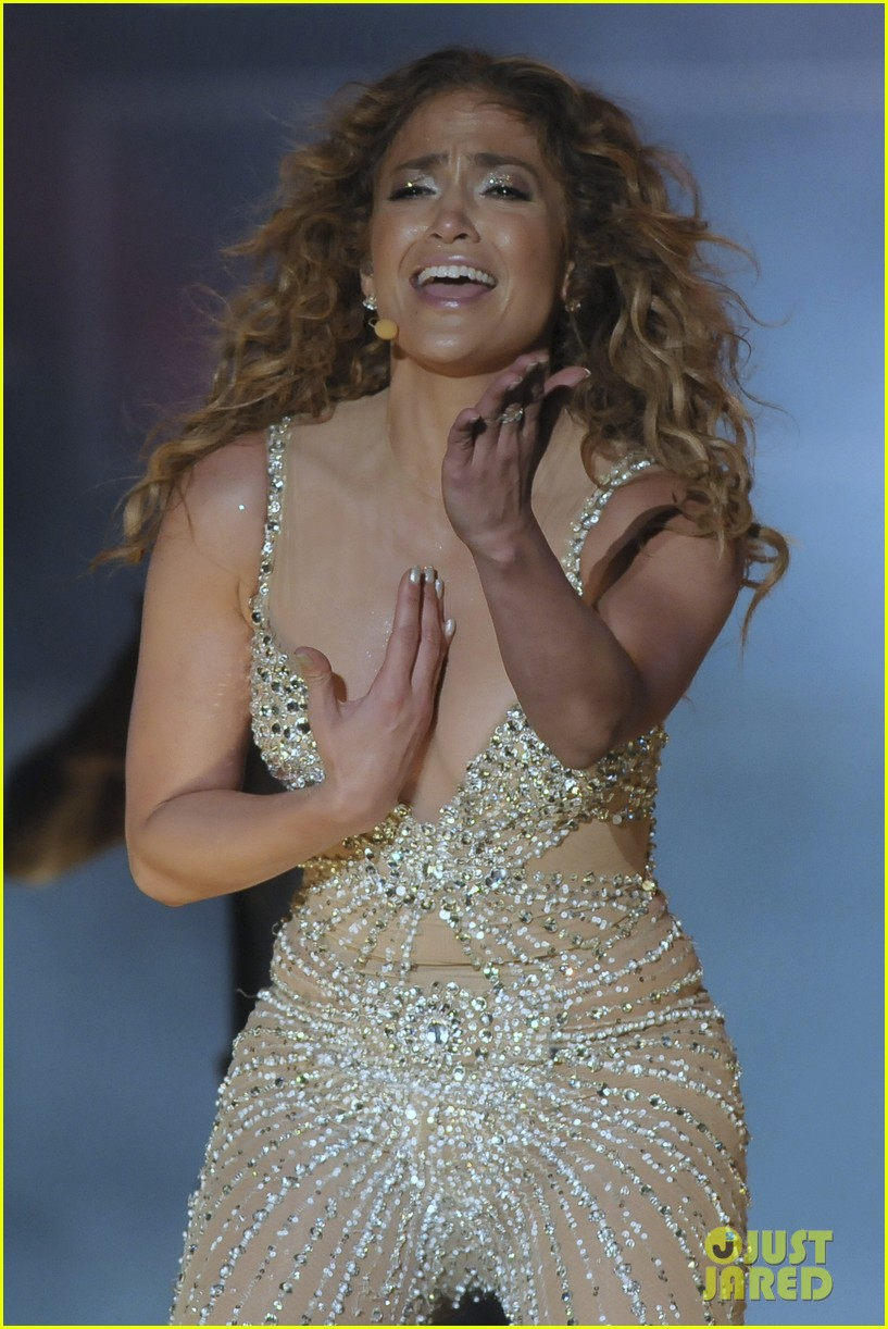 jennifer lopez pop music festival 02